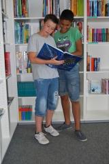 <h5>Die Schülerbücherei</h5><p>Viel Lesestoff für Leseratten gibt es in der Schülerbücherei.</p>