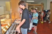 <h5>Unsere Mensa</h5><p>Für die hungrigen Ganztagesschüler gibt es ein Mittagessen in der Mensa.</p>