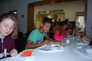 Gemeinsames Mittagessen in der Mensa